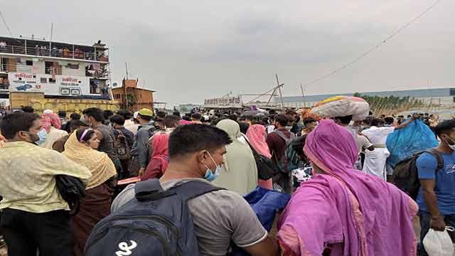 5 die, 10 fall sick on passengers' pressure, heat on ferry in Padma