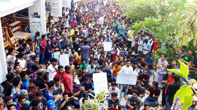 BSMRSTU declares early puja vacation amid student protests