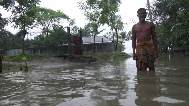 Upstream water, rain trigger floods in Lalmonirhat, Kurigram