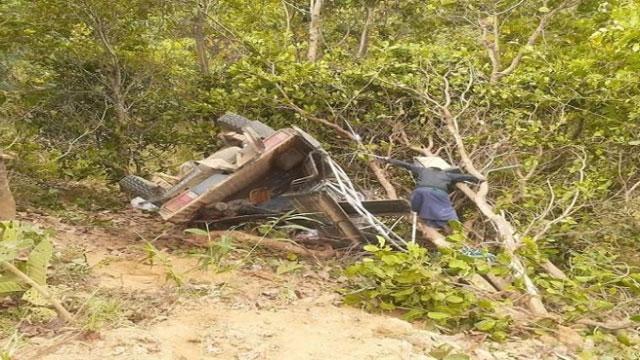 জিপ উল্টে পাহাড়ের খাদে পড়ে ৪ শ্রমিক নিহত