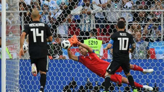 মেসির পেনাল্টি মিস, আইসল্যান্ডের বিপক্ষে ১-১ গোলে সমতায় আর্জেন্টিনা