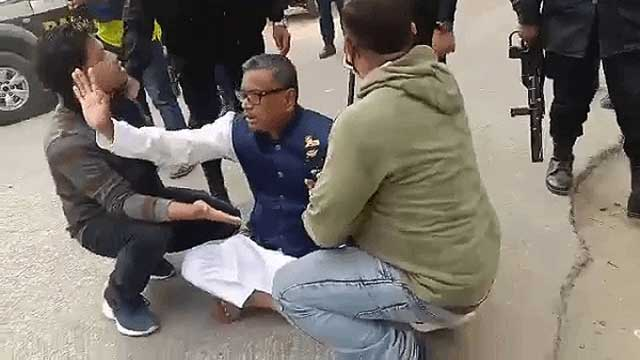Police baton-charge Quader Mirza's supporters in Companiganj