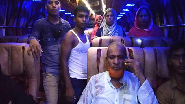 32 vehicles robbed in Chapainawabganj