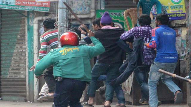 Police charged batons on BNP programmes