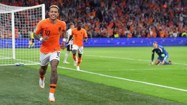 Dutch beat Germany, piles pressure on Loew