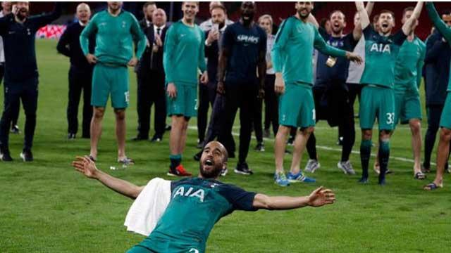 Moura hattrick puts Spurs in final