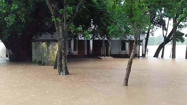 তাহিরপুরে ৩০ স্কুল পানিবন্দি, পাঠদান ব্যাহত