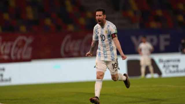 Messi scores penalty but Argentina held by Chile in WC qualifier