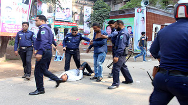 Police-BNP men clash leaves 35 hurt in Pabna; 26 held