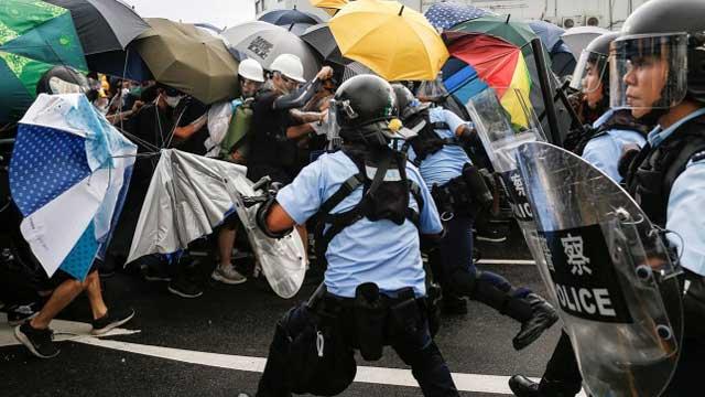 HK protesters block roads before handover ceremony