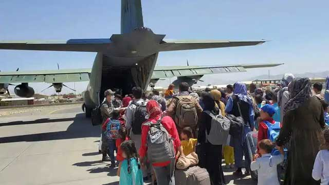 Afghans told to avoid Kabul airport as IS threat emerges