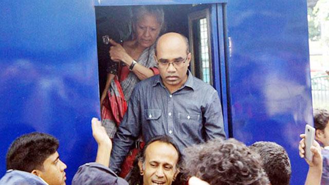 মুচলেকায় ছাড়া পেলেন অধ্যাপক রেহনুমা