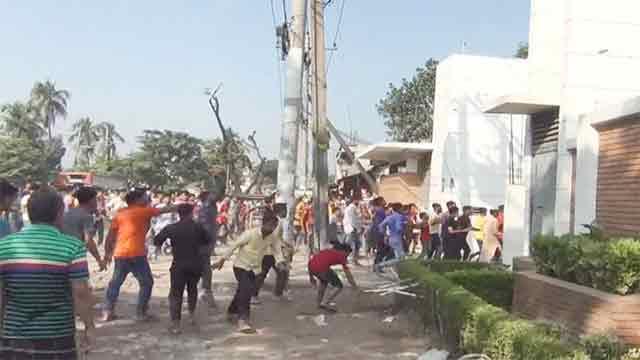 গাজীপুরে সোয়েটার কারখানায় শ্রমিকদের হামলা-ভাঙচুর