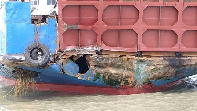 20 injured as ferry hits Padma Bridge pillar, master suspended