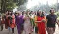 বন্ধের নির্দেশ না মেনে আন্দোলনে জাবি শিক্ষার্থীরা