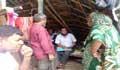 ১০ নম্বর মহাবিপদ সংকেতেও চট্টগ্রামে এনজিও'র কিস্তি আদায়, দিশেহারা বস্তিবাসী!