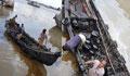 কর্ণফুলীতে ছড়িয়ে পড়েছে ১০ টন তেল