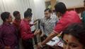 চাকরিচ্যুতের ষড়যন্ত্র: এসএ টিভি'র কার্যালয় থেকে হেড অব নিউজকে বের করল বিক্ষুব্ধরা