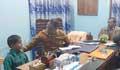 খেলতে বাধা দেয়ায় দুই নারীর বিরুদ্ধে থানায় শিশুর অভিযোগ