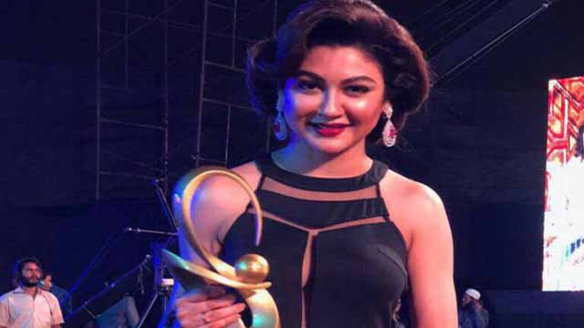 মুম্বাইয়ে সেরা অভিনেত্রীর পুরস্কার জিতলেন জয়া