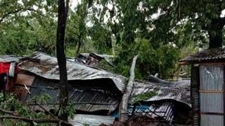 'বুলবুলের' তাণ্ডবে লণ্ডভণ্ড সাতক্ষীরা উপকূল, সহস্রাধিক ঘরবাড়ি বিধ্বস্ত