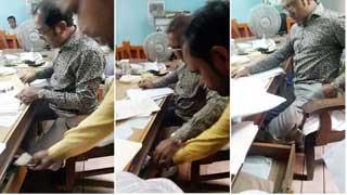 ঘুষ নেওয়ার ভিডিও ভাইরাল: সাব–রেজিস্ট্রার বরখাস্ত
