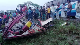 5 killed as bus overturns in Gaibandha