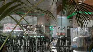 বেসরকারি হাসপাতালের ফটকে ঝুলছে 'ক্লোজ'