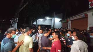 50 injured in clashes between law enforcers and AL activists in Barishal