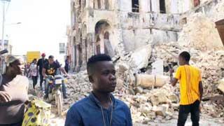 Massive quake kills over 300 in Haiti as search for survivors on