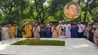নুহাশপল্লীতে হুমায়ূন আহমেদের ৭ম মৃত্যুবার্ষিকী পালন