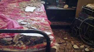 নোয়াখালীতে হাসপাতালে ছাদের পলেস্তরা খসে ৮ শিশু আহত