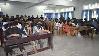 শ্রেণিকক্ষে নিরাপত্তার দাবিতে চট্টগ্রাম বিশ্ববিদ্যালয় শিক্ষার্থীদের ক্লাস বর্জন
