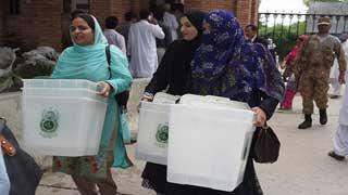 পাকিস্তানের একাদশ জাতীয় নির্বাচনের ভোট গ্রহণ চলছে