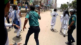 ঢাকা-চট্টগ্রাম মহাসড়ক অবরোধ শিক্ষার্থীদের, বাস ভাঙচুর