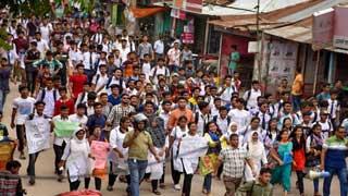 গাইবান্ধায় নিরাপদ সড়কের দাবিতে শিক্ষার্থীদের বিক্ষোভ মিছিল