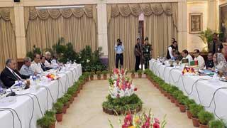 নির্দলীয় সরকার, সংসদ ভেঙে দেয়া, খালেদা জিয়ার মুক্তি প্রশ্নে যুক্তি-পাল্টাযুক্তি