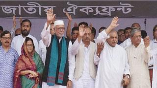 কুমিল্লার পথে ঐক্যফ্রন্ট নেতারা