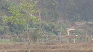 সীমান্ত ঘেঁষে খালে সেতু নির্মাণ করছে মিয়ানমার