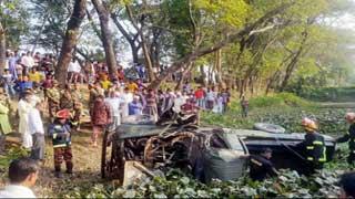 নোয়াখালীতে জিপ উল্টে ৩ সেনা সদস্য নিহত, আহত ৮