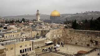আল আকসায় ইতিকাফ থেকে মুসল্লিদের বের করে দিল ইসরাইল