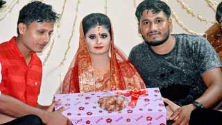 বৌভাতে 'ডাবল সেঞ্চুরিয়ান' পেঁয়াজ উপহার