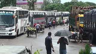 প্রবল স্রোতে ফেরি চলাচল ব্যাহত পাটুরিয়ায় আটকে আছে কয়েকশ' যানবাহন