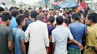 Three people killed in Sirajganj road accident