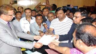 খালেদা জিয়ার মুক্তির দাবিতে বিএনপির স্মারকলিপি প্রদান
