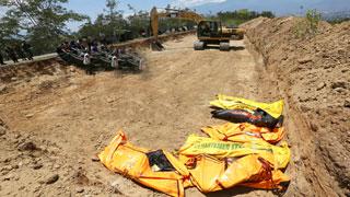 সুনামিতে নিহত ৮৪০ জনকে একসঙ্গে বিদায় জানালো ইন্দোনেশিয়া