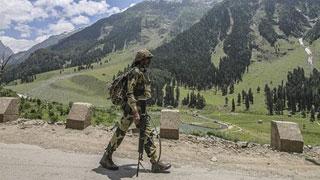 কাশ্মীরে পাকিস্তানের গুলিতে ভারতীয় সেনা নিহত