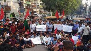 মুক্তিযোদ্ধা কোটা বহালের দাবিতে ঢাকা-চট্টগ্রাম মহাসড়ক অবরোধ
