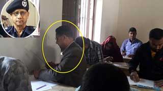 নীলফামারীতে 'এমএ পাস' ওসি দিচ্ছেন এসএসসি পরীক্ষা!