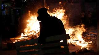 Hong Kong protests to target airport after night of violence